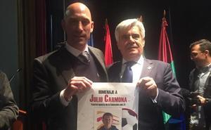 Rubiales se suma al homenaje a Julio Carmona