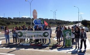 Concentraciones y protestas en la central nuclear de Almaraz a la espera de la decisión de las eléctricas