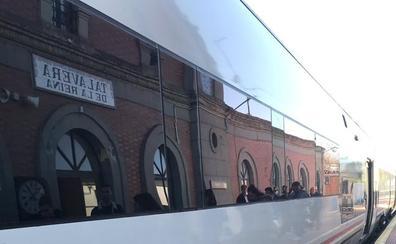 Una avería mecánica en el tren Cáceres-Madrid obliga a trasladar en autobús a 30 pasajeros