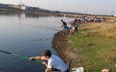 La temporada de pesca en Casar de Cáceres se adelanta al 4 de abril y se creará una escuela deportiva infantil