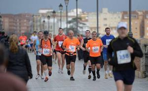 Más de 1.700 atletas correrán este domingo en la maratón y media maratón de Badajoz