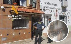La Guardia Civil sofoca el incendio de una vivienda en Zarza de Granadilla