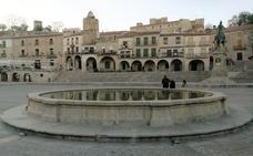 El PSOE critica la obra realizada en el pilar de la plaza Mayor de Trujillo