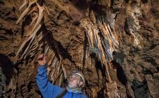 Los geólogos destacan el potencial turístico de las nuevas grutas del Calerizo
