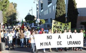 Más de 1.500 personas se concentran en Mérida contra la mina de uranio