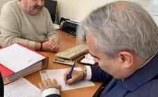 Fragoso firma para ubicar Los Pinos en el Hospital Provincial