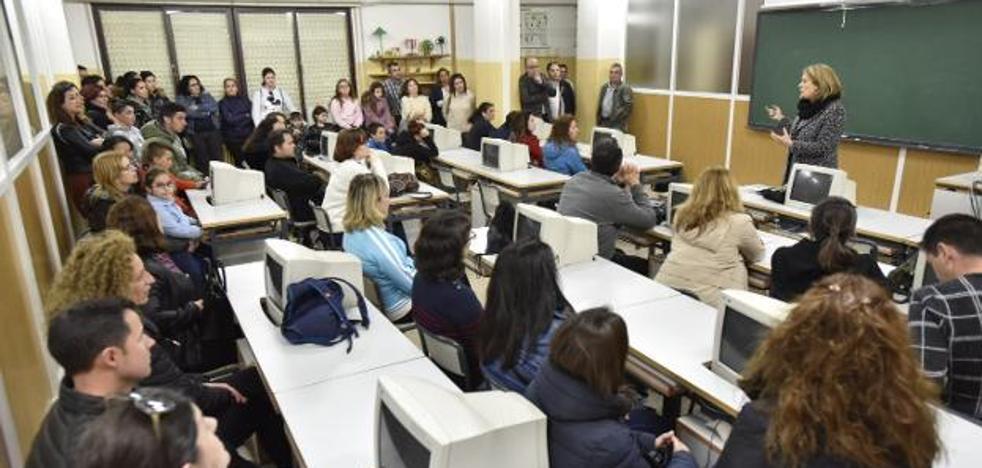 Educación crea una quinta aula de primero de ESO en el instituto San Fernando de Badajoz