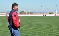 Juan García, entrenador del Don Benito: «Se tiene que notar en el campo que llegamos muy necesitados»