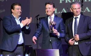Don Benito reconoce la trayectoria de Matías Prats con el IV Premio Santiago Castelo