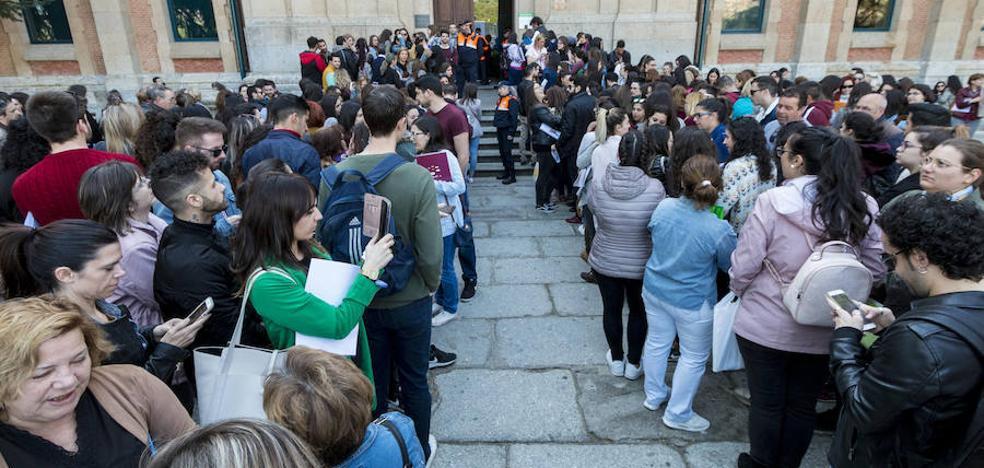 Más de 6.000 aspirantes acuden en Plasencia a los exámenes del centro de Ciudad Jardín