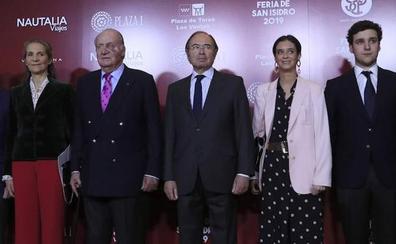 El Rey Juan Carlos preside la gala del toreo con un moratón en un ojo