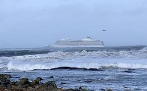 El crucero averiado en la costa de Noruega logra arrancar tres de sus motores