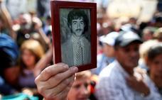 Una multitud de argentinos toman las calles por los horrores de la dictadura