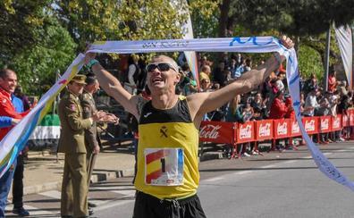 Modesto Ricardo Álvarez y María Mercedes Pila, ganadores del Maratón Popular Ciudad de Badajoz