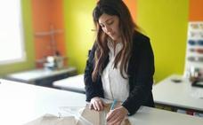 La diseñadora morala Alba García triunfa con su colección 'Raíces'