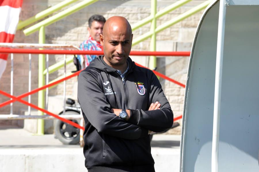 Mehdi Naft, técnico del CD Badajoz: «Partido de los más complicados que recuerdo»
