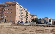 Acondicionan un aparcamiento público en la plaza de los Olivos de Villanueva de la Serena
