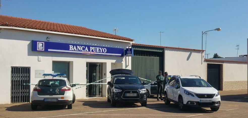 El director de Banca Pueyo en Villafranco del Guadiana, en la UCI tras ser herido durante un atraco