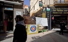 Un nuevo parón en Alzapiernas agota la paciencia de los comerciantes
