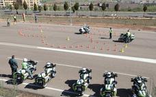 Los motoristas de la Guardia Civil se examinan para custodiar a Valverde
