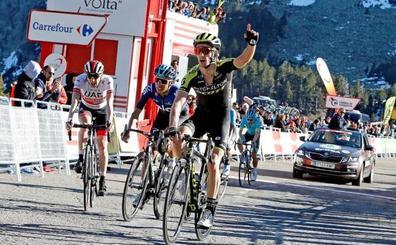Adam Yates se impone en Vallter2000 y De Gendt retiene el maillot de líder