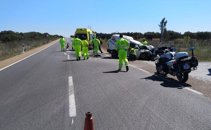 Dos heridos, uno de ellos muy grave, en un choque en la N-432, cerca de La Albuera