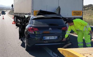El conductor del coche que chocó con un camión cerca de Riolobos sigue grave en la UCI