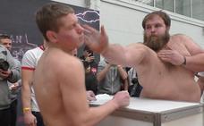 Un ganadero ruso de 28 años se corona como 'el rey del sopapo'