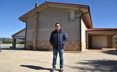 La casa amenazada de derribo en Santa Bárbara sigue en pie
