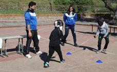 Los alumnos del Gregorio Collado aprenden esgrima