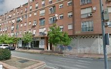 Tres intoxicados, entre ellos una menor de 11 años, en el incendio de una vivienda en Badajoz