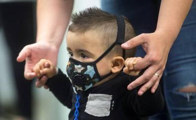 Curado el primer niño burbuja diagnosticado con la prueba del talón