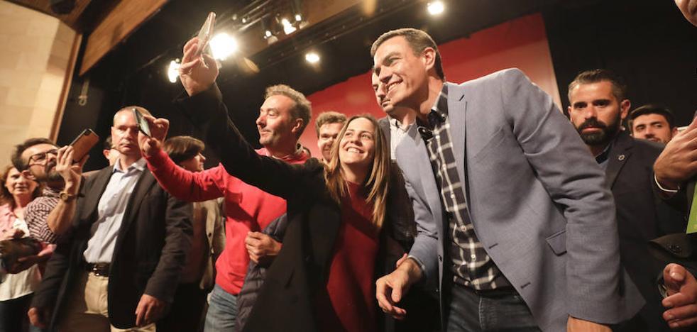 El PSOE extremeño se entrega a Pedro Sánchez, que reconoce el déficit en infraestructuras