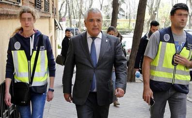 El presidente de Ausbanc, a 200.000 euros de salir de prisión