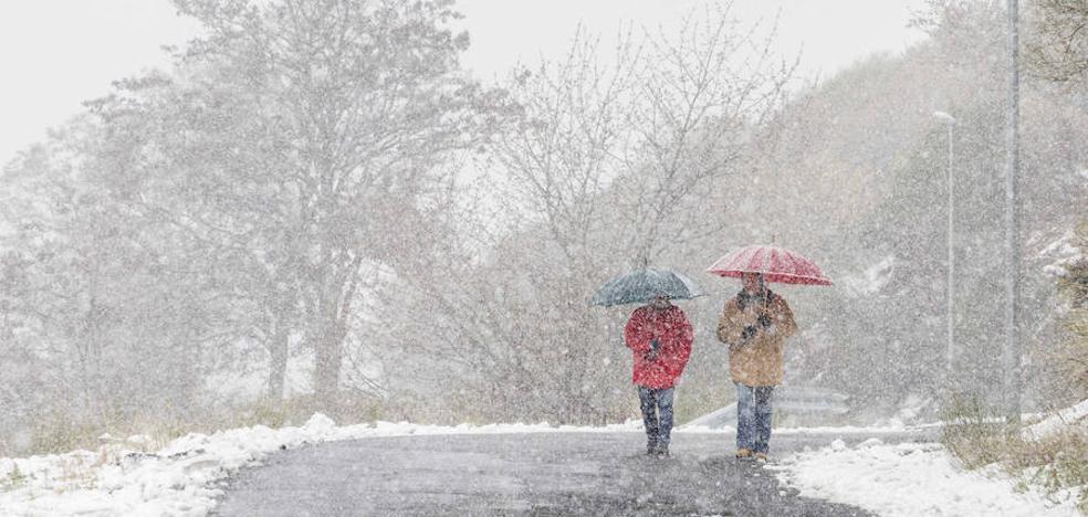 La nieve seguirá cayendo hoy y la lluvia continuará la próxima semana