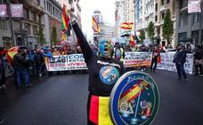 Policías y guardias civiles reivindican en las calles de Madrid la equiparación salarial
