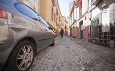 Vecinos de Nidos se quejan del tránsito de coches por su calle pese a estar restringido