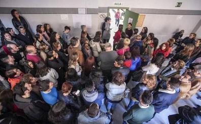 Unas 6.200 personas se presentan al examen de auxiliar administrativo del SES