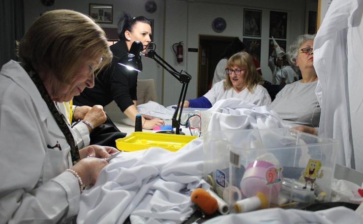 Un taller de costura para acompañar a la Soledad
