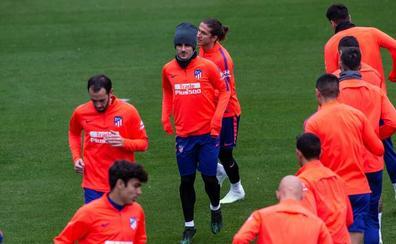 Medio once inicial del Atlético, con el futuro en el aire