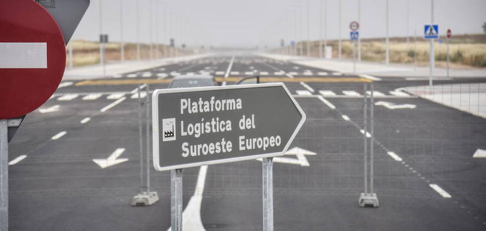 El alcalde de Badajoz denuncia la tardanza en las infraestructuras del Estado y la Junta
