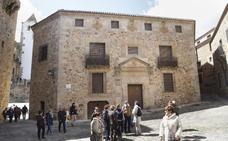 La antigua sede de Carreteras en la plaza de los Golfines de Cáceres sale a subasta por 1,14 millones