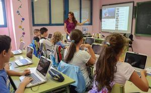 'Escuelas conectadas' instalará 11.000 puntos WiFi en 700 centros educativos extremeños
