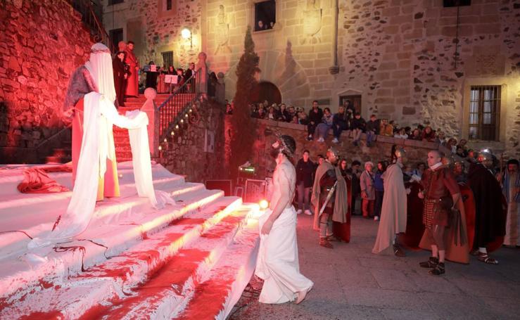 La Pasión Viviente llena la Ciudad Monumental de Cáceres
