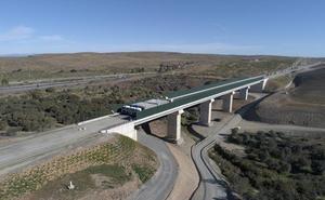 Tres nuevos viaductos del trazado del AVE extremeño pasan las pruebas de carga