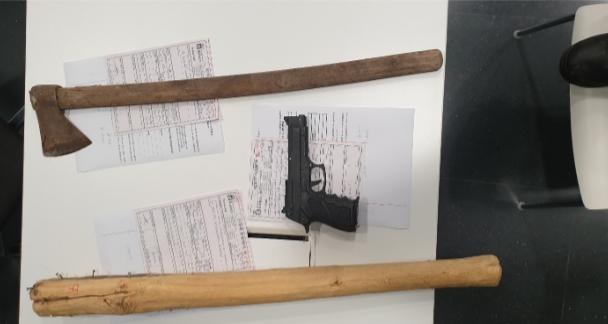 Intervienen una pistola simulada, un hacha y un palo con puntas de acero en el centro de Badajoz
