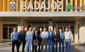 Encuentro de las Asociaciones de Amigos de Badajoz y Mérida para fomentar el conocimiento mutuo