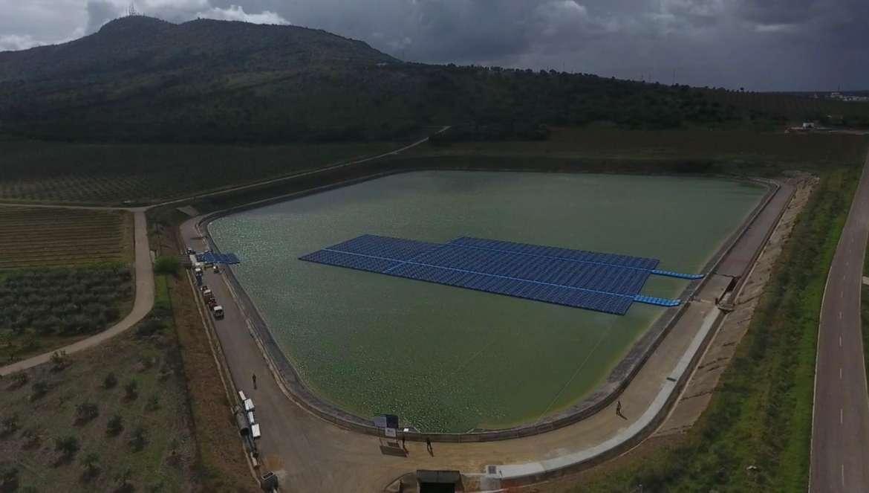 Regantes de Mérida instalan placas solares para reducir el coste de bombear el agua