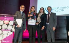 Una doctora pacense gana un concurso nacional sobre la cirugía del ojo