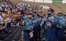Suena el carnaval en la Plaza de Toros de Badajoz